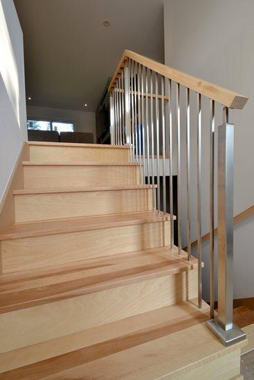 Image de 03-Escalier barreaux de métal