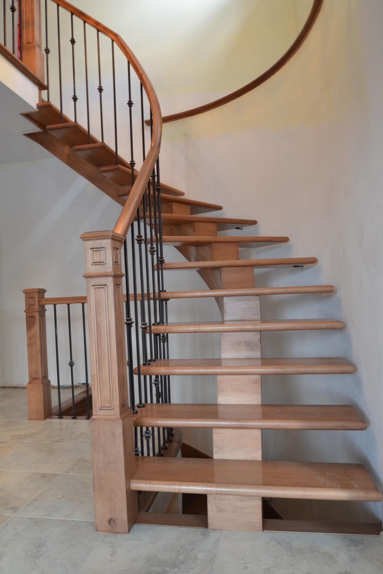 Image sur 05-Escalier barreaux de métal