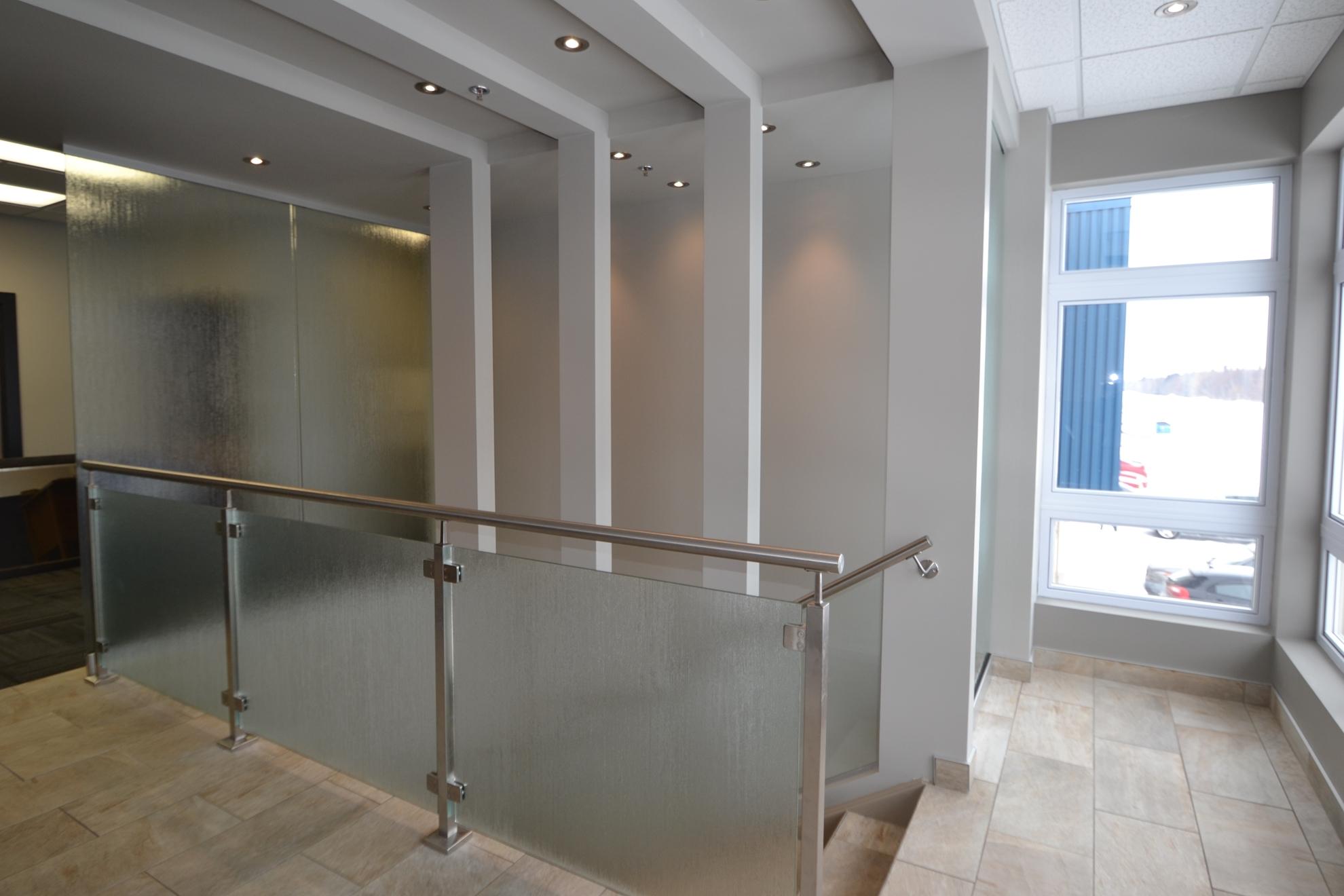 Image sur 08-Escalier panneaux de verre