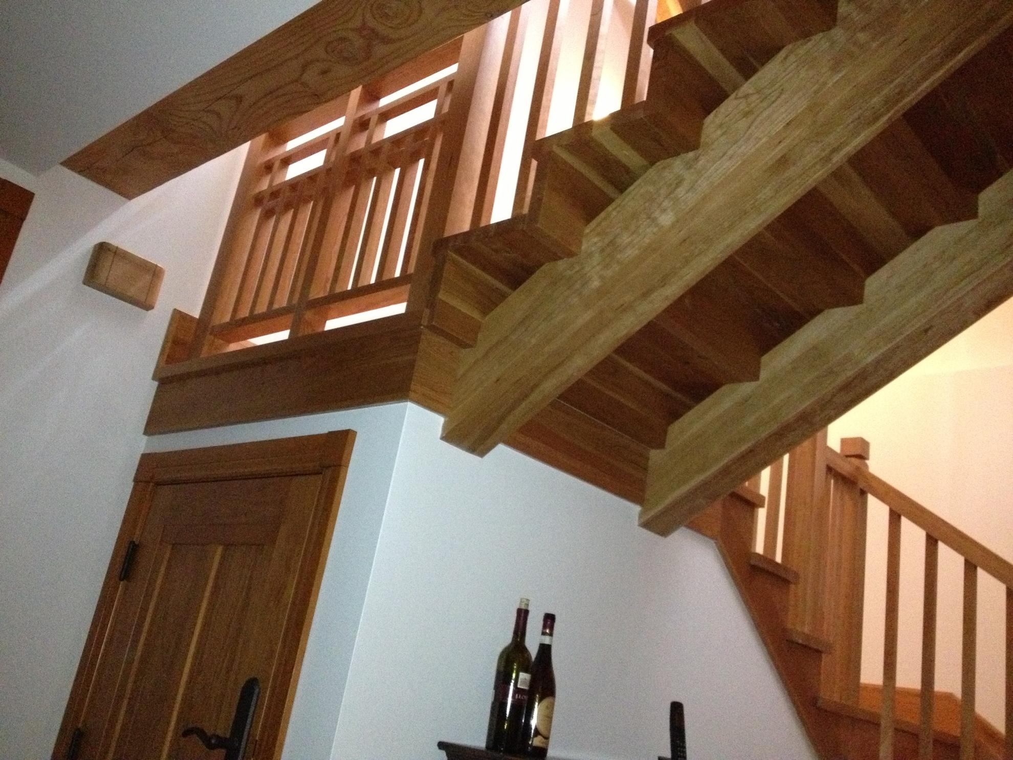 Image sur 05-Escalier barreaux de bois