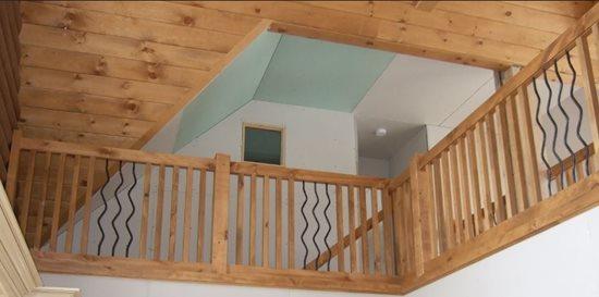 Image de 06-Escalier barreaux de bois
