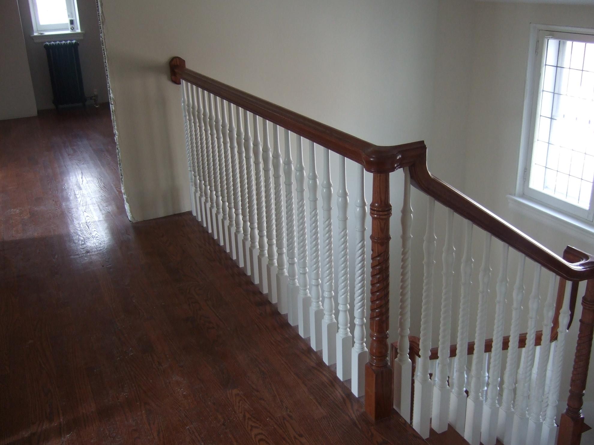 Picture of 06-Escalier barreaux de bois