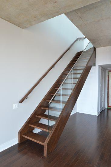 Picture of 01-Escalier panneaux de verre