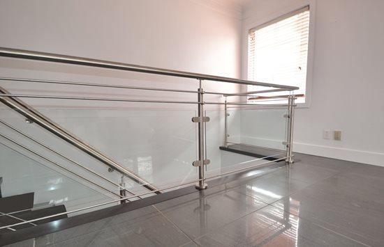 Picture of 09-Escalier panneaux de verre