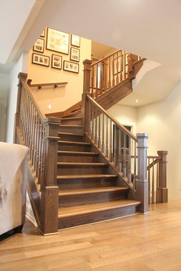 Picture of 11-Escalier barreaux de bois