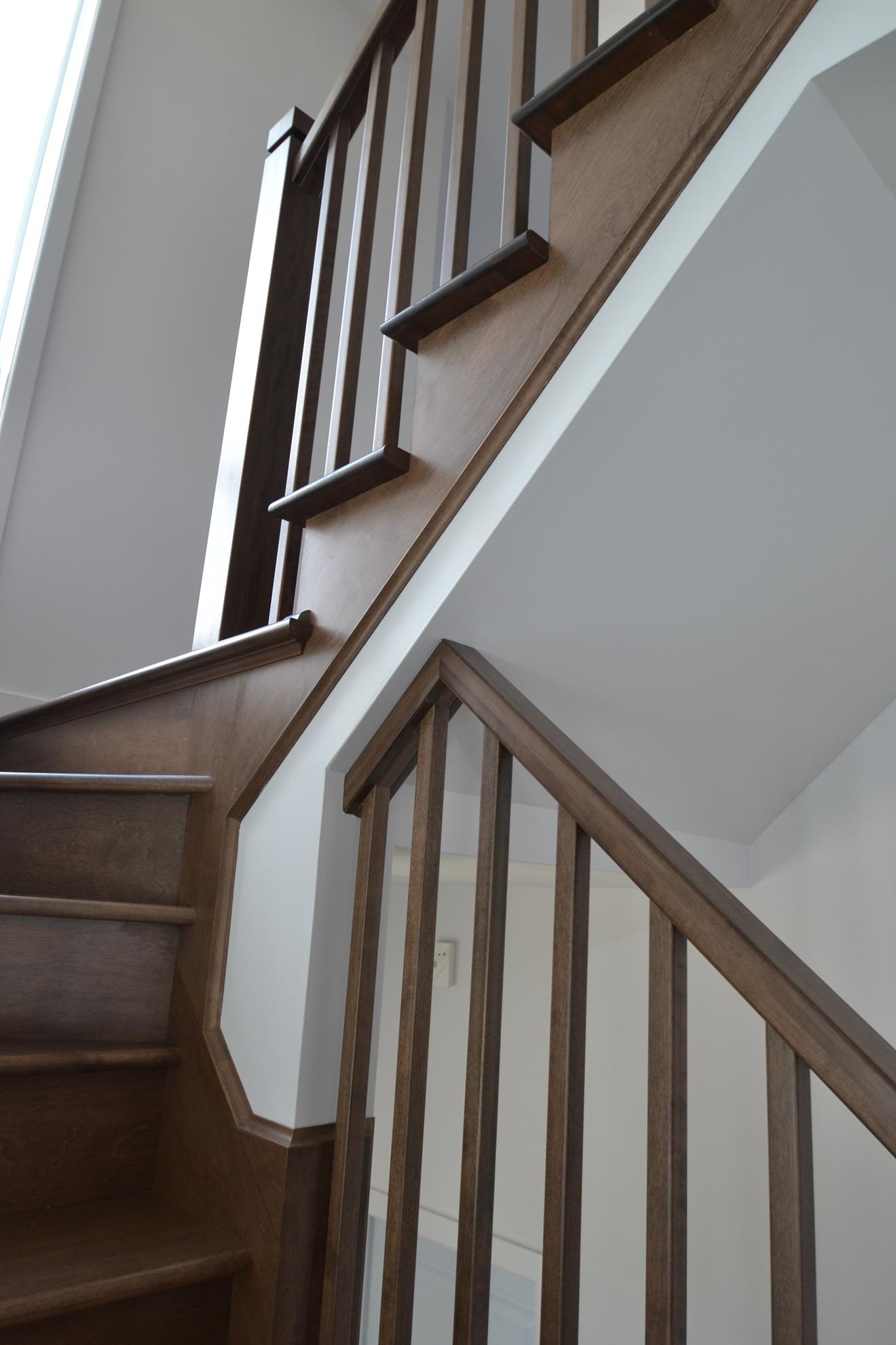 Picture of 12-Escalier barreaux de bois