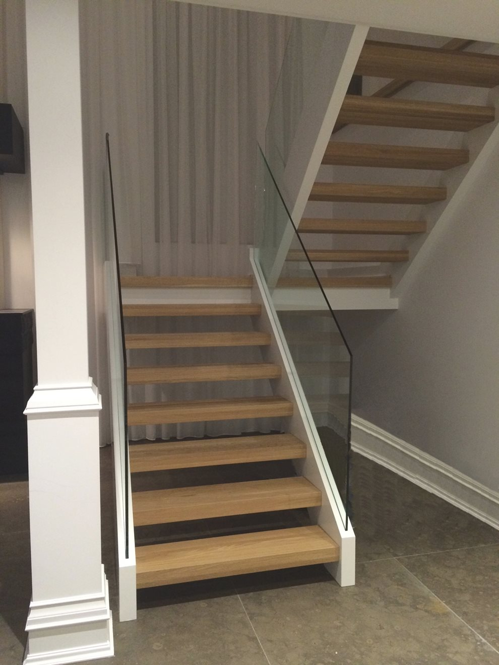Picture of 13-Escalier panneaux de verre