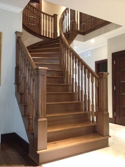 Image de 13-Escalier barreaux de bois